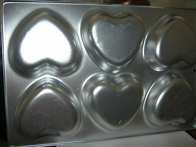Wilton 6 Cavity Heart Mini Cupcake Pan 508-1104