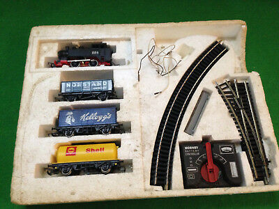 VINTAGE HORNBY 'GOODS' TRAIN SET - battery  operated
