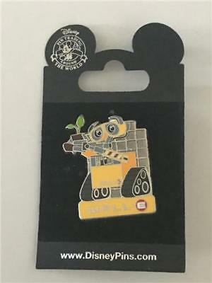 2015 PIXAR WALL-E holding the plant- only BOOSTER PACK PIN DISNEY 108681