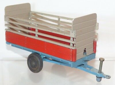 Crescent Toys diecast No. 1811 Animal Trailer. Fawn / red