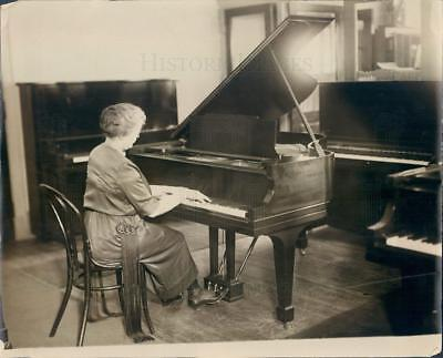 1923 Press Photo Woman Playing Grand Piano - ner58379