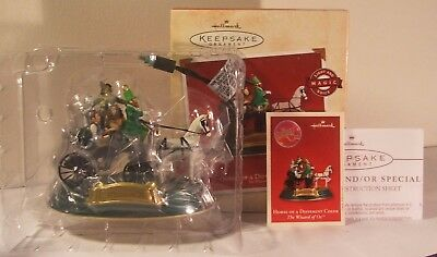 Hallmark Ornament Wizard of Oz Horse of a Different Color Light & Sound 2002 New