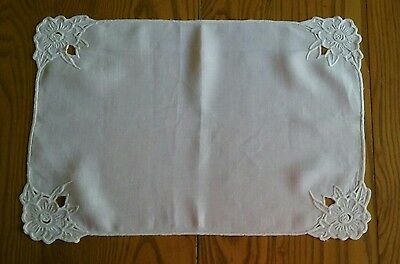 """4 VINTAGE 12""""x18"""" WHITE LINEN PLACEMATS ~ HAND EMBROIDERY & CUTWORK"""