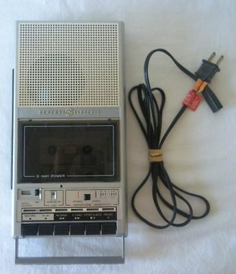 Vintage General Electric CASSETTE RECORDER w/Handle AC/Battery #3-5157A w/CORD