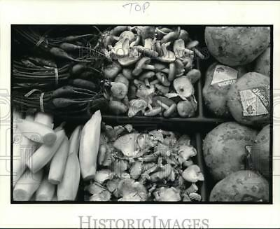 1986 Press Photo Specialty produce at the Rego Rockport market, 192779 Center