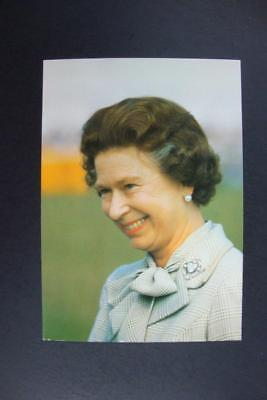 456) Her Majesty The Queen / From The Charles Skilton's Postcard Series