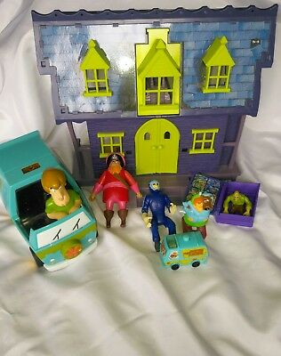 Scooby Doo Bundle, Mystery Machine And Haunted House, And Figures