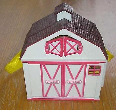 Breyer Stablemates Pocketbarn - White Barn with Vet and Horse