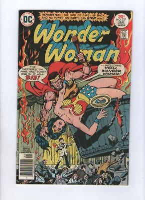 Dc Comic The new Wonder Woman no 227 Jan 1977 30 c USA