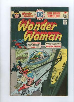 Dc Comic The new Wonder Woman no 220 Nov 1975 25 c USA