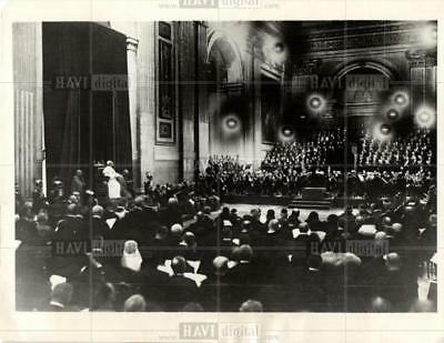 1930 Press Photo Pope Pius Entertained Concert