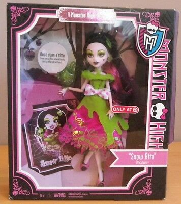DRACULAURA blanche neige snow bite once upon a time poupée Monster high 2012