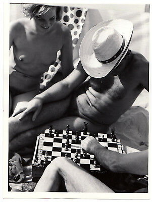 Nudism NUDE CHESS ON BEACH SCHACH NACKT AM STRAND FKK * Vintage 60s STEGE Photo