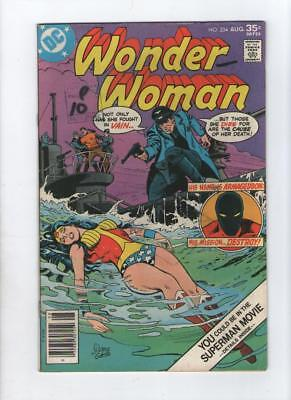 Dc Comic Wonder Woman no 234 Aug 1977 35 c USA