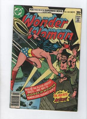 Dc Comic Wonder Woman no 235 Sept 1977 35 c USA