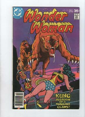 Dc Comic Wonder Woman no 238 Dec 1977 35 c USA
