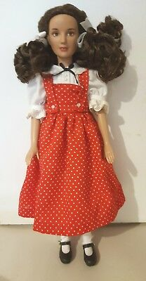 Tonner Wizard Of Oz Dorothy Wearing Picnic With Auntie Em Outfit