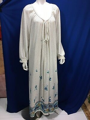 Conrad Lingerie Montreal Vintage Night Gown Pearl Like Buttons Tie At Top Floral