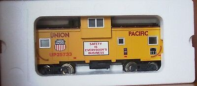 G Gauge USA Trains R12103 UNION PACIFIC Extended Vision CABOOSE  MIB