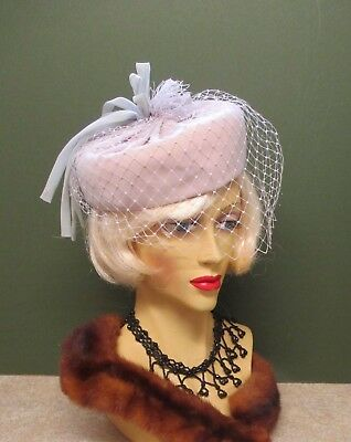1940S / 50s PINKY BLUE PILL BOX HAT WITH FACE NET