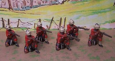 Britains Queens Own Cameron Highlanders - Kneeling firing