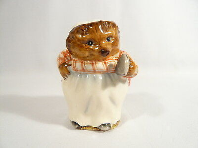 BP1 Beatrix Potter Figurine Beswick  MRS TIGGY WINKLE First Version GOLD CIRCLE