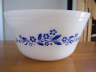"""Vintage FEDERAL Milk Glass nesting Mixing Bowl with Blue flowers 8"""""""