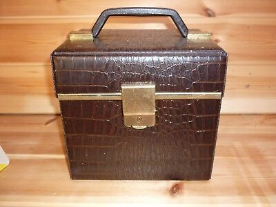 Record carrying case/storage box for 7 inch singles 45 rpm vinyl