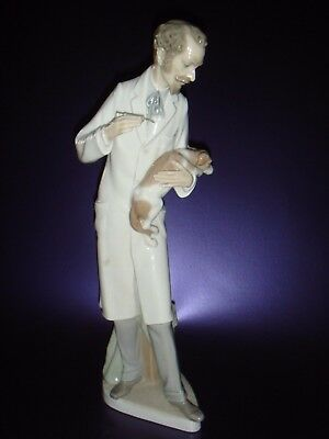 Rare Lladro Veterinarian figurine 4825 , issued in 1972 and retired in 1985 .