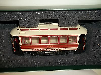 BACHMANN SPECTRUM UNITED TRACTION CO.CLOSED STREET CAR On30 SCALE  WITH BOX