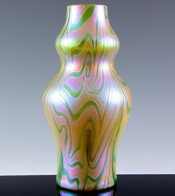 RARE c1910 LOETZ AUSTRIAN TITANIA OR PHENOMEN PATTERN IRIDESCENT ART GLASS VASE