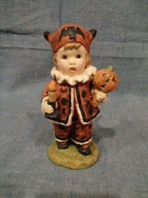 COLLECTIBLE BETHANY LOWE HALLOWEEN FIGURINE CHILD w/ PUMPKIN CANDLE TRICK TREAT