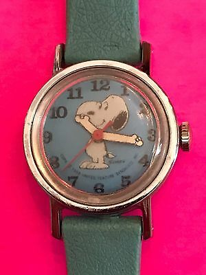 Vtg Snoopy Timed Children's Watch Wind Up Works Great!