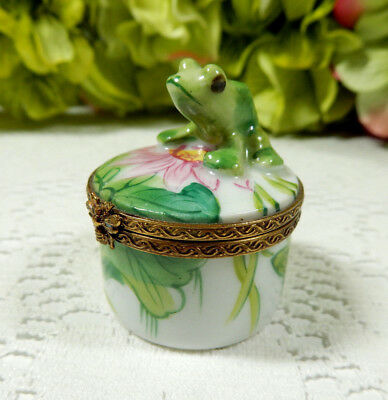 French Chamart Limoges Porcelain Peint Main Trinket Box Frog Lily Pad Bee Clasp