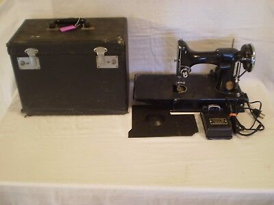 VINTAGE 1935 SINGER FEATHERWEIGHT 221 SEWING MACHINE w/ CASE - PARTS ONLY