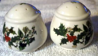Portmeirion The Holly and The Ivy Salt and Pepper shakers MINT Condition