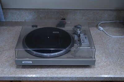 Vintage Pioneer Direct Drive Automatic Return PL-518 TurnTable Record Player