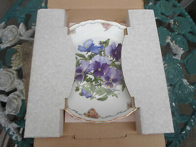 "Royal Albert Queen Mother's Favourite Flowers "" Pansies ""  Wall Plate (boxed)"