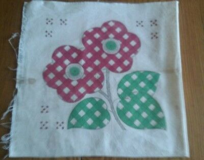 VINTAGE 1930s FEEDSACK PILLOW COVER STAMPED FOR EMBROIDERY ~ CHECKERED FLOWERS