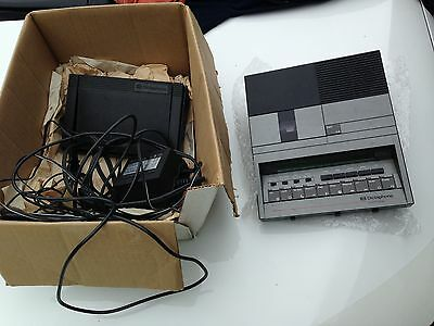 Dictaphone Model 3720 Microcassette Transcriber  + Pedal + earpiece works!