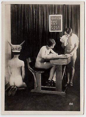 "R ! NUDE AT SCHOOL NACKTE SCHULE Vintage 20s BIEDERER ""L"" Photo Lesbian Int #86"