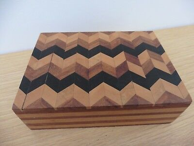 Fabulous Vintage inlaid parquetry wooden trinket box in grt condtn + freeUK post