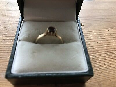 9ct gold Garnet Solitaire Ring Size M
