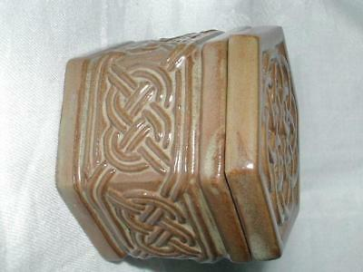 """Tyn Llan Studio Welsh Pottery Pot With Cover """"celtic Knot"""" Pattern"""