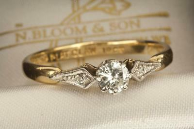 AN ANTIQUE 18ct GOLD & PLATINUM 0.22ct DIAMOND SOLITAIRE RING, SIZE N/O