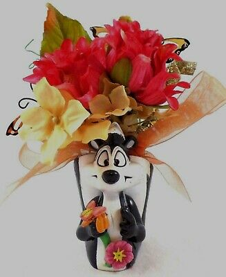 WB PVC Pepe Le Pew SPRING Flowers Decor Warner Brothers Looney Tunes Bros