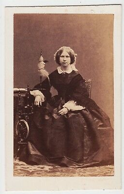 Portrait CDV-PARIS, lady with a spinning wheel by DISDERI