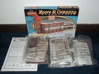 Proto 2000 Moore & Co Warehouse Painted Weathered Building HO Model Train   Y42
