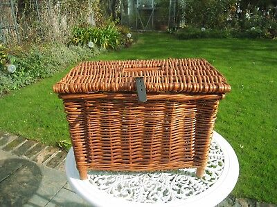 Wicker Fishing Basket/Seat /Creel in excellent condition