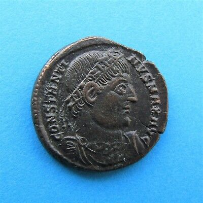 42. Lovely Constantine I Gloria Exercitus Roman coin